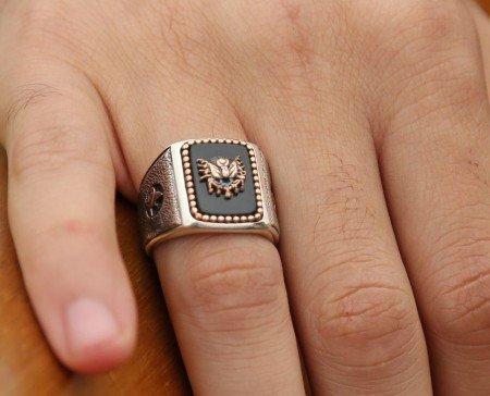 925 Ayar Gümüş Oniks Taş Üzerine Devlet Armalı Yüzük - Thumbnail